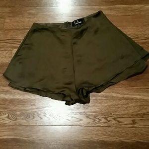 NWOT! Olive green Lulus shorts